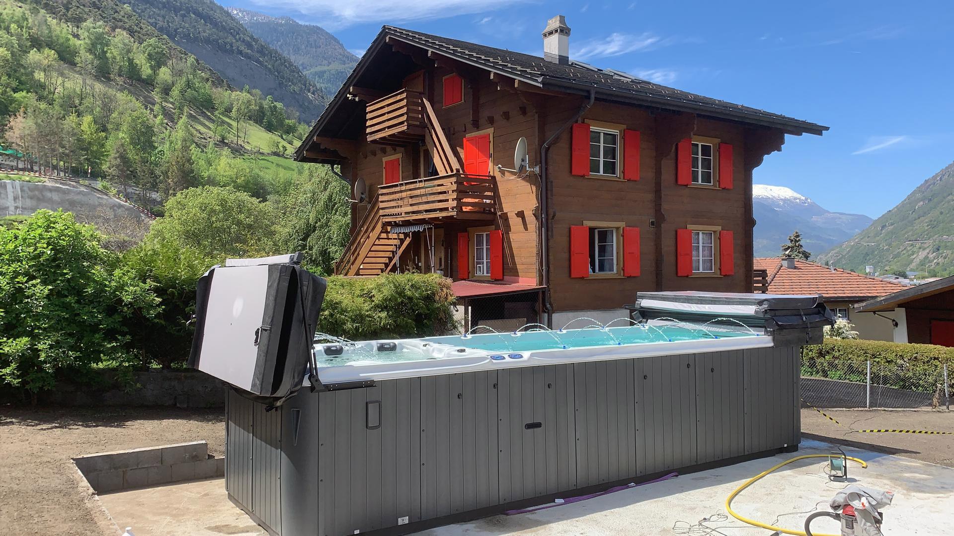 Arrigato-Referenz: Swim Spa vor Chalet