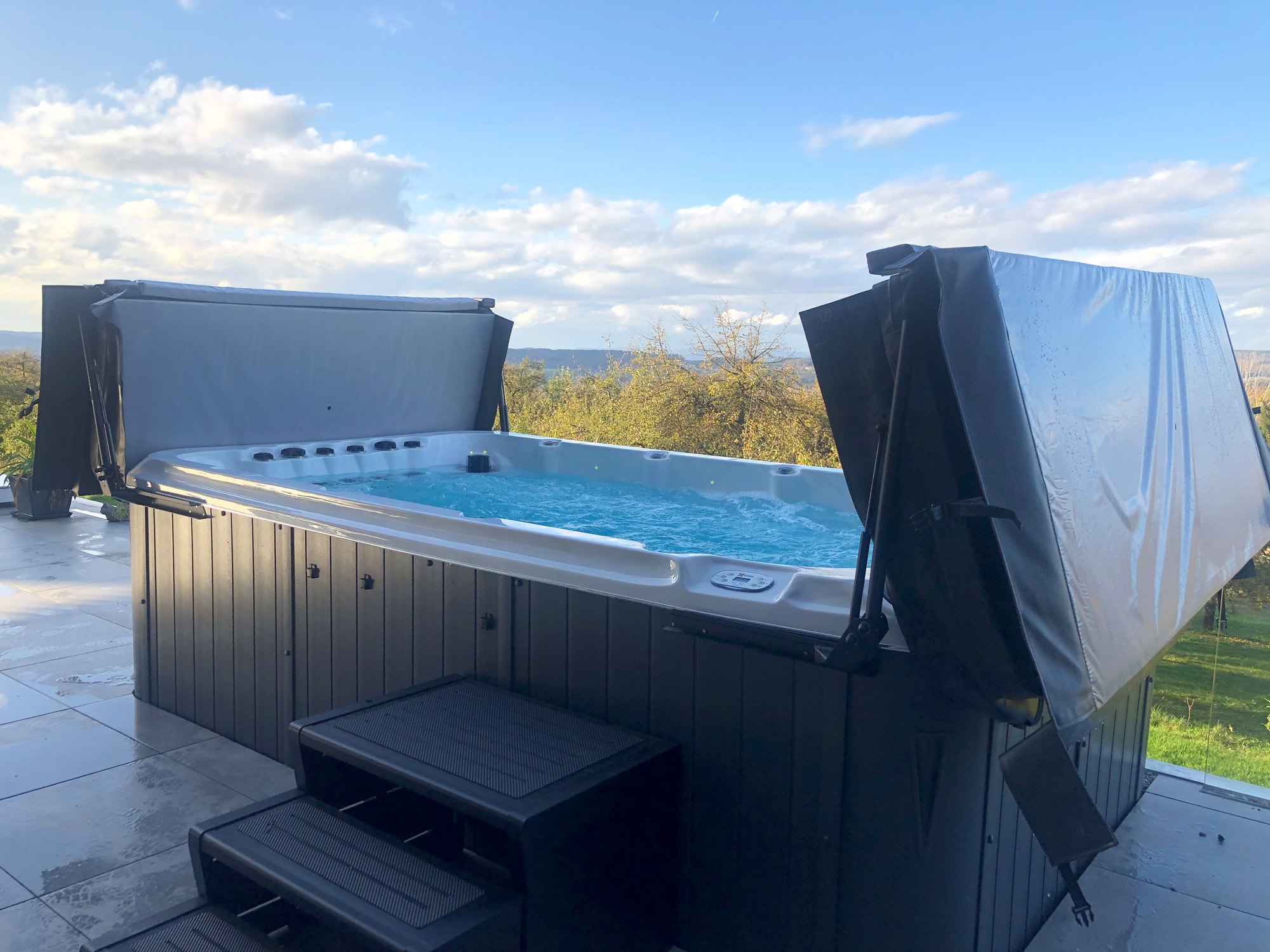 Referenz: Swim Spa vor Horizont in Frauenfeld
